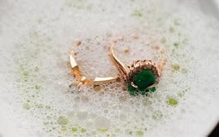 10 Cara Membersihkan Perhiasan Emas Yang Kusam agar Kembali Berkilau