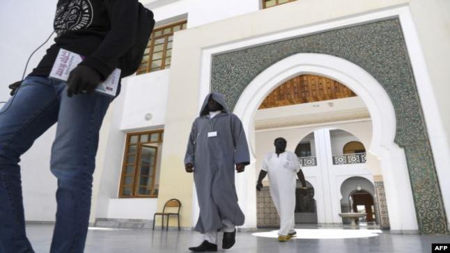 """1391 إماما إفريقيا تخرجوا من """"معهد تكوين أئمة المساجد"""" بالمغرب.. وهذه تفاصيل تكوينهم!"""