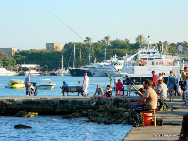 Final de tarde na Marina de Rodes, Grécia