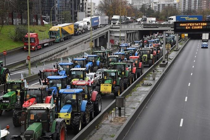 Traktorokkal torlaszolta el a párizsi körgyűrűt több száz francia gazda