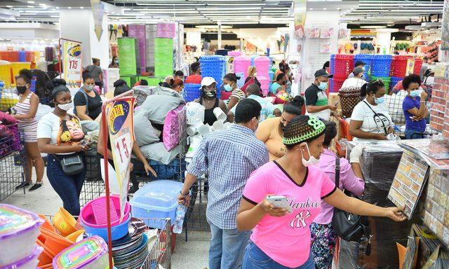 La pandemia no impide compras para celebrar el Día de las Madres