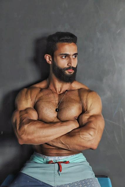 كيف يمكنك الحصول على عضلات صدر أقوي و أكبر