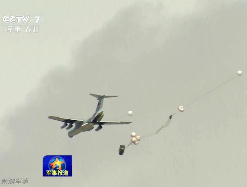 Десантування БМД ZBD-03 з літака Іл-76МД