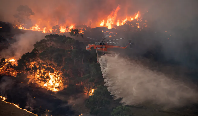 bushfire in helicopter,helicopter water realease
