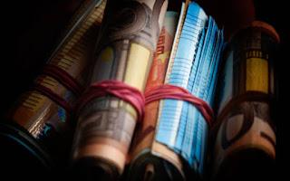 «Δώρο» 1,14 δισ. ετοιμάζει η κυβέρνηση σε συνταξιούχους και δημοσίους υπαλλήλους
