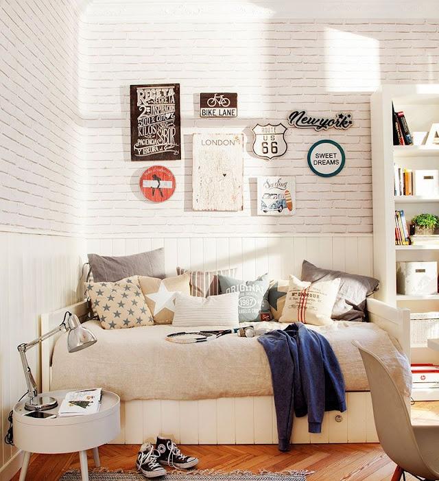 Desain Kamar Tidur Remaja dengan Wallpaper Dinding