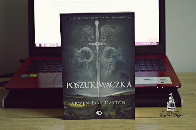 """W służbie światu – recenzja książki #255 – Arwen Elys Dayton """"Poszukiwaczka"""""""