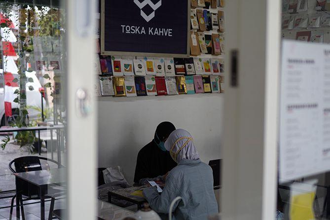 Salah satu sudut ruangan Toska Kahve Wates