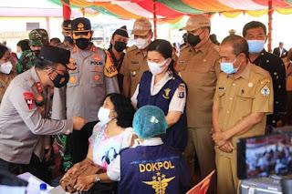 Kapolda Sumut Tinjau Vaksinasi Massal di Samosir