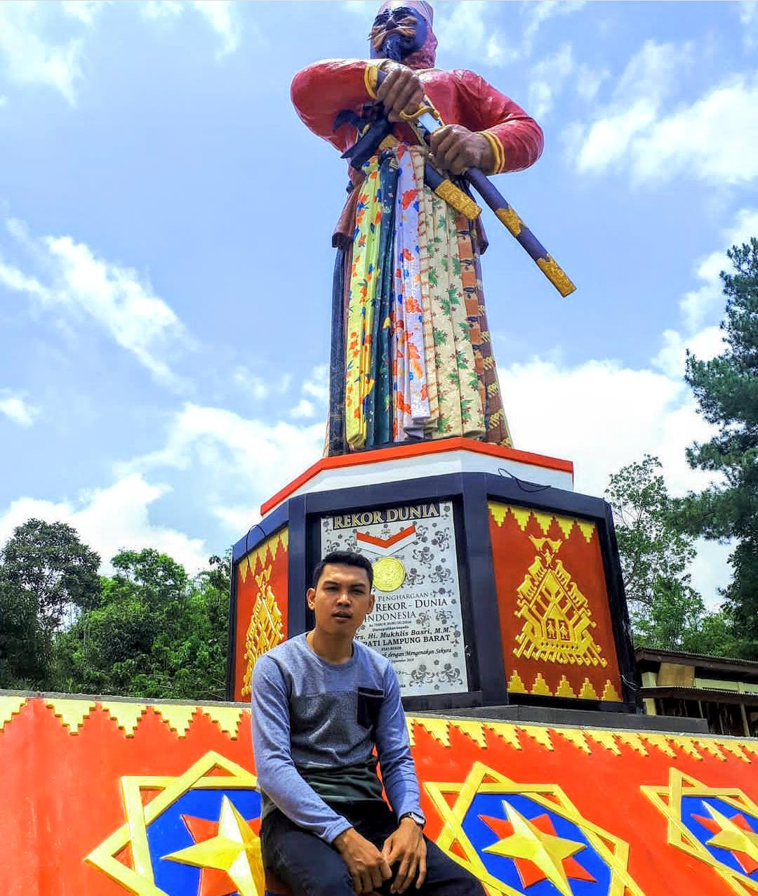 Nongkrong Di Ham Tebiu Wisata Favorit Lampung Barat