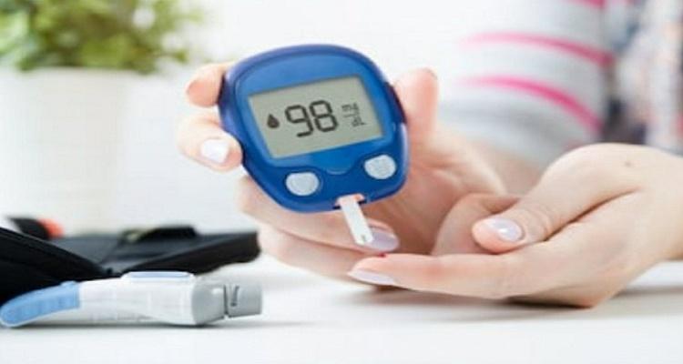 Ilustrasi mengecek gula darah (Shutterstock)
