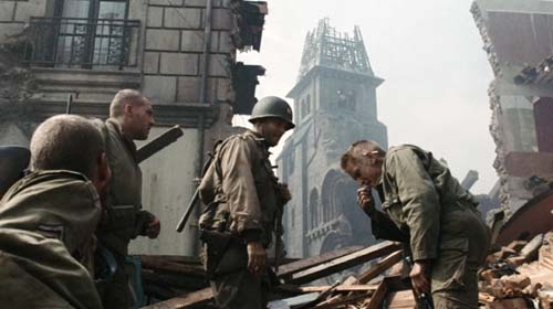 Tom Sizemore, Tom Hanks, Barry Pepper in Saving Private Ryan