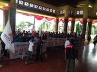 Ratusan Buruh Di Pelalawan Demo Kantor Bupati