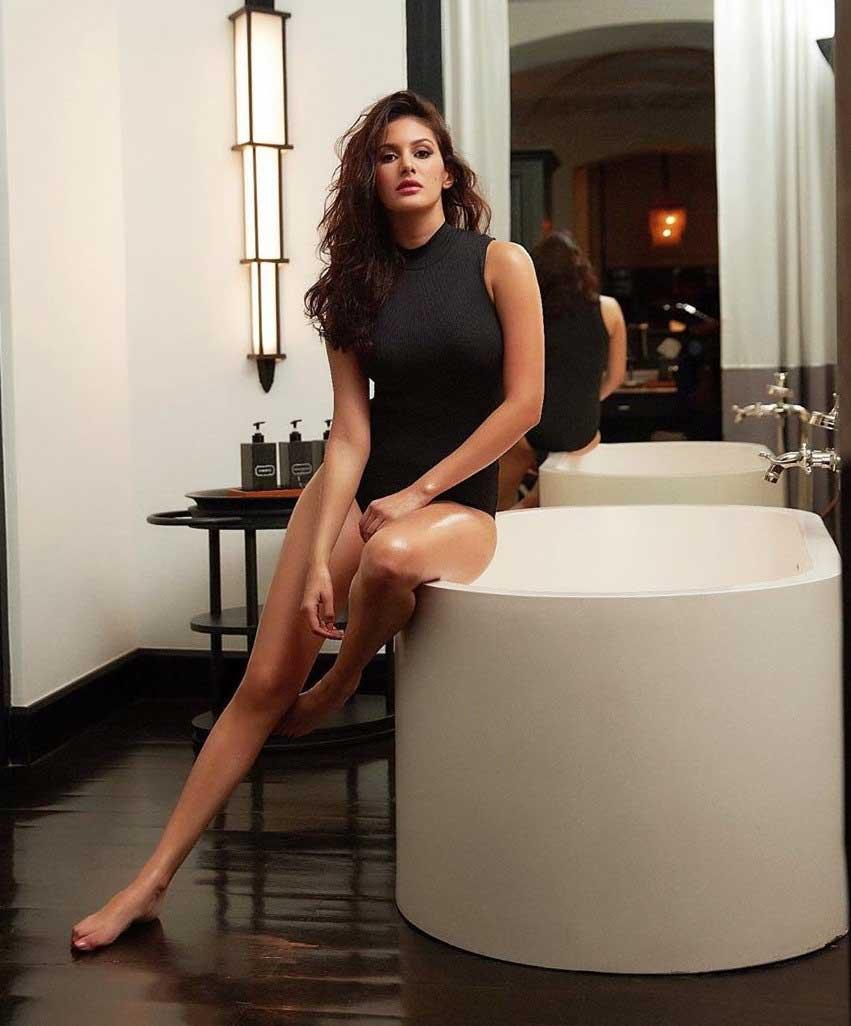 Hot Amyra Dastur in black Bikini