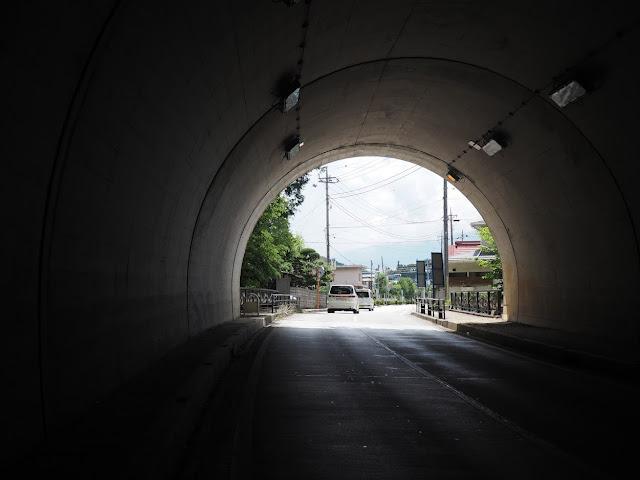 背戸山トンネル