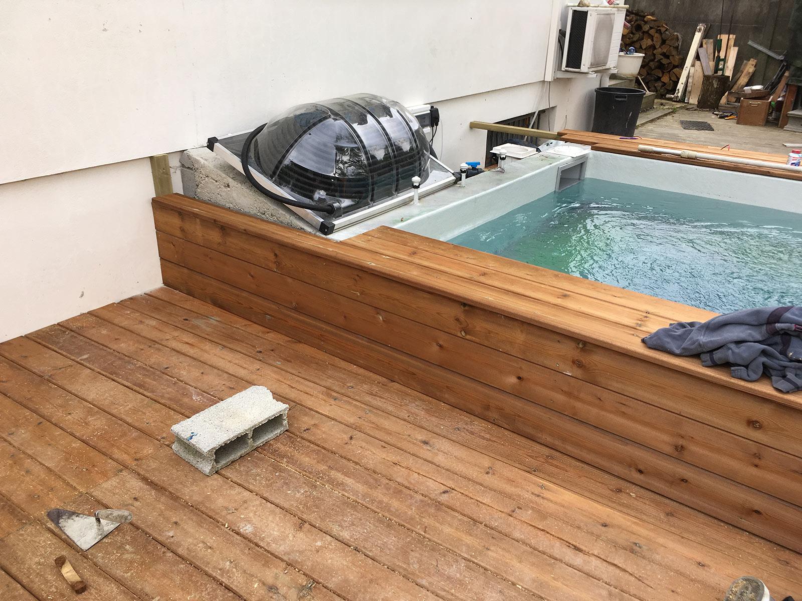 construction d 39 une petite piscine en b ton quip e spa. Black Bedroom Furniture Sets. Home Design Ideas