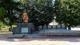 Браїлів. Сквер. Братська могила радянських воїнів