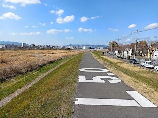 猪名川沿いを走る