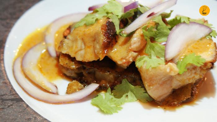 Mollejas de ternera sobre manitas de cerdo y curry rojo (8.50€ media ración)