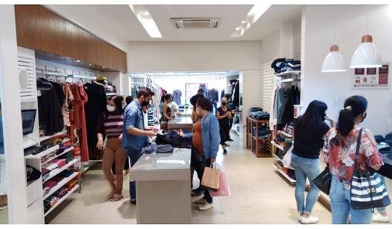 Comércio vende bem no feriado e atende expectativas de lojistas do Centro e Shoppings