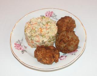 Retete mancare chiftelute cu salata a la russe,