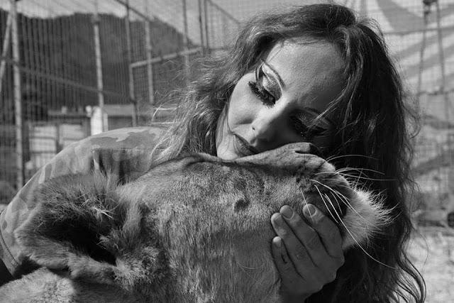La domatrice di tigri senza frusta: «Gli animalisti non sanno nulla»