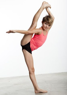Camren Bicondova posing for a picture