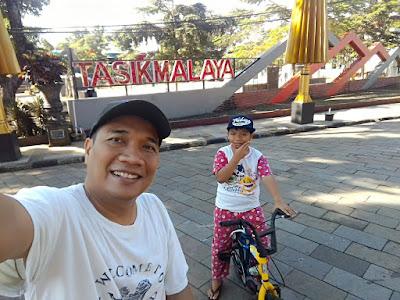 Gowes wisata kota ke Taman Kota Tasikmalaya.