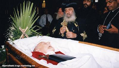توفي قريبهم لكنهم طلبوا أن لا يحضر أحد لجنازته في الكنيسة .. فما السر الذي يخفونه ؟