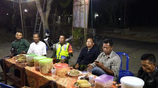 Jelang Pilkades Serentak, Babinsa dan Bhabinkamtibmas Gantiwarno Lakukan Patroli
