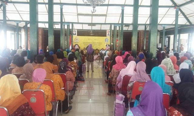 Acara penyerahan bantuan Rumah Pangan Lestari bagi Kelompok Wanita Tani di wilayah Kabupaten Gunung kidul, Yogyakarta