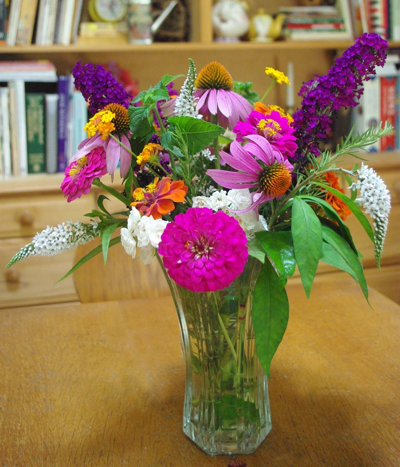 Flowers In Vase: Pictures Of Flowers In A Vase
