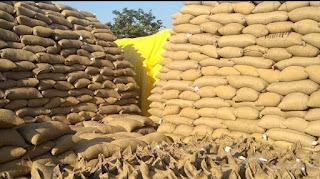 जिला प्रशासन धान उपार्जन केंद्रों के माध्यम से धान के बदले किसानों को दे रही है सिर्फ बातों का झुनझुना