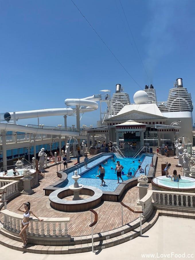 【星夢郵輪-探索夢號】羅馬泳池與凱撒滑水梯-在巨大的汪洋上游泳-luo ma yong chi