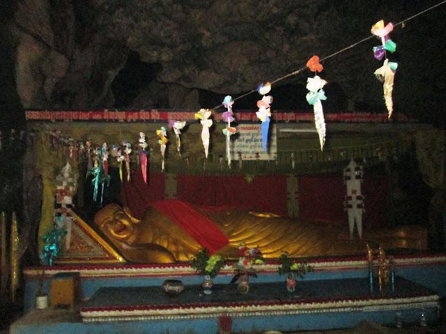 Buda tumbado en las Killing Caves