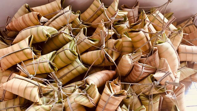 Ở miền Tây, bánh lá dừa có mặt ở nhiều tỉnh từ Long An, Tiền Giang, kéo dài cho đến miệt Trà Vinh, Sóc Trăng, nhưng Bến Tre mới chính là thủ phủ của chiếc bánh có lớp vỏ làm từ cánh lá dừa.