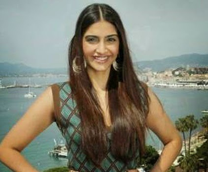 sonam kapoor in hospital, Sonam Kapoor hospitalized, Anil Kapoor, daughter of Anil Kapoor