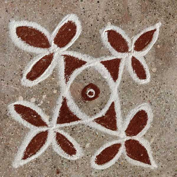 Leave_white_and_brown_colous_kolam