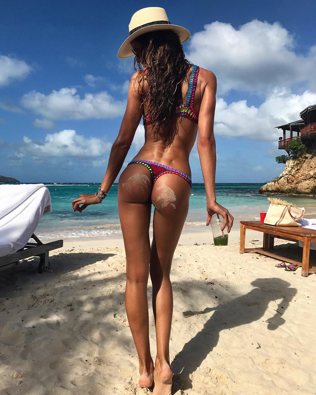 Bumbum da modelo Izabel Goulart vira obsessão após flagra, veja!