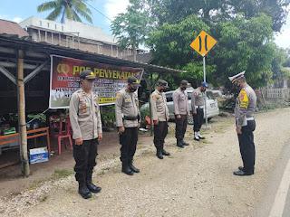 Kasat Lantas Polres Enrekang Pimpin Pengamanan Posko Penyekatan di Perbatasan Tator