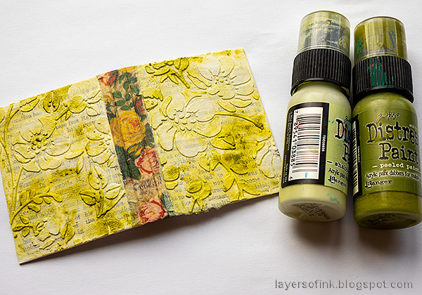 Layers of ink - Tiny Flower Book DIY Tutorial by Anna-Karin Evaldsson. Apply paste through Floral stencil.