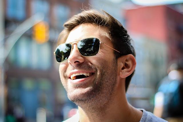 6 Tips Memilih Kacamata Hitam Terbaik