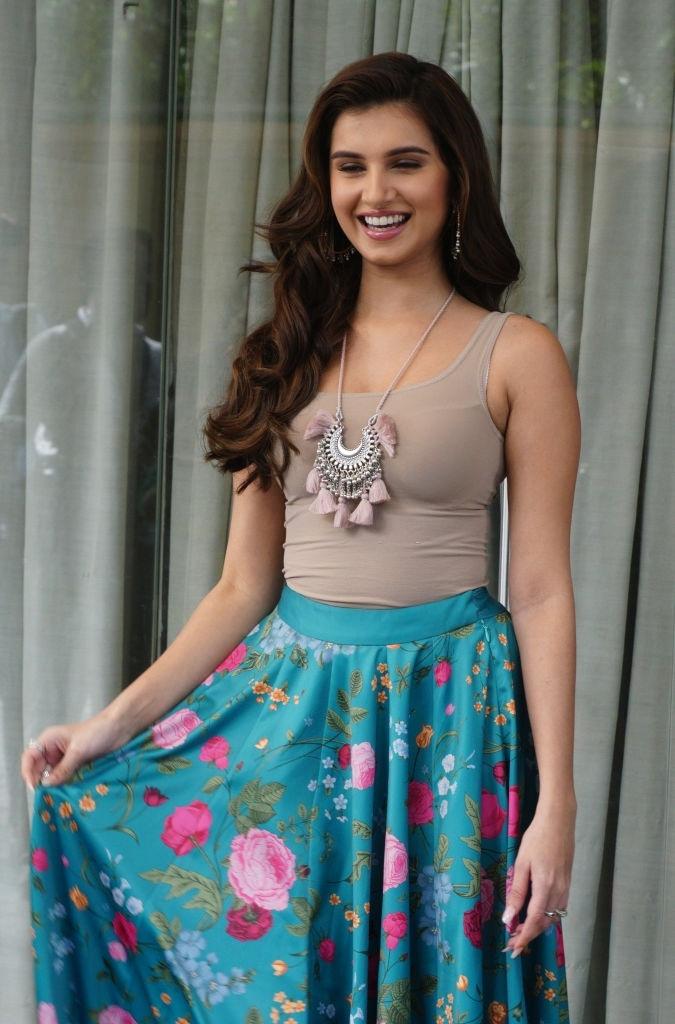 teenage Bollywood girls