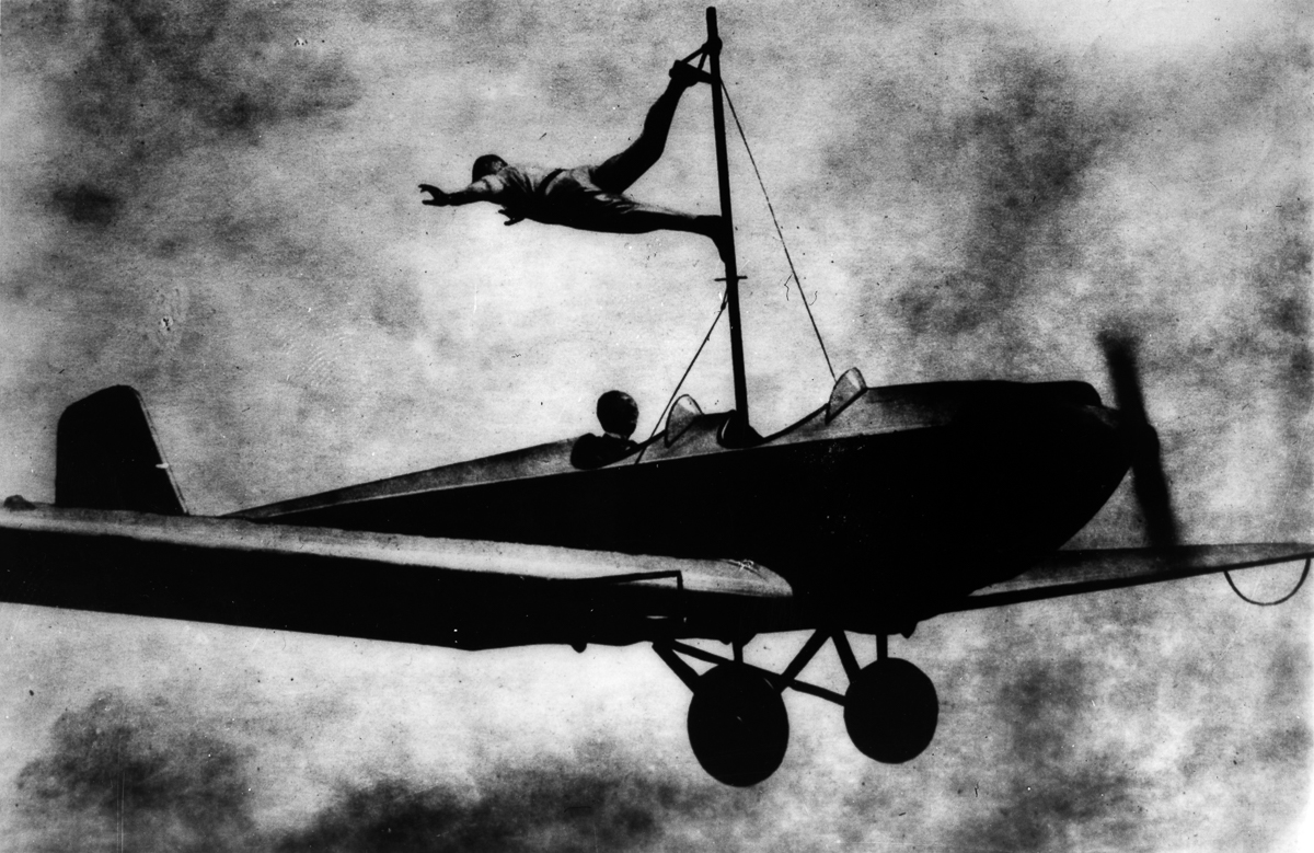 wing walkers from the 1920s � these vintage photos of