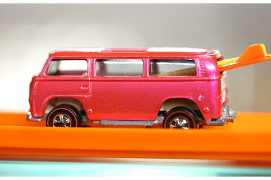 VW Rear Loader Beach Bomb - Pink, From Zero to Hero (Kisah Kecil HW Rp. 1 Miliar)