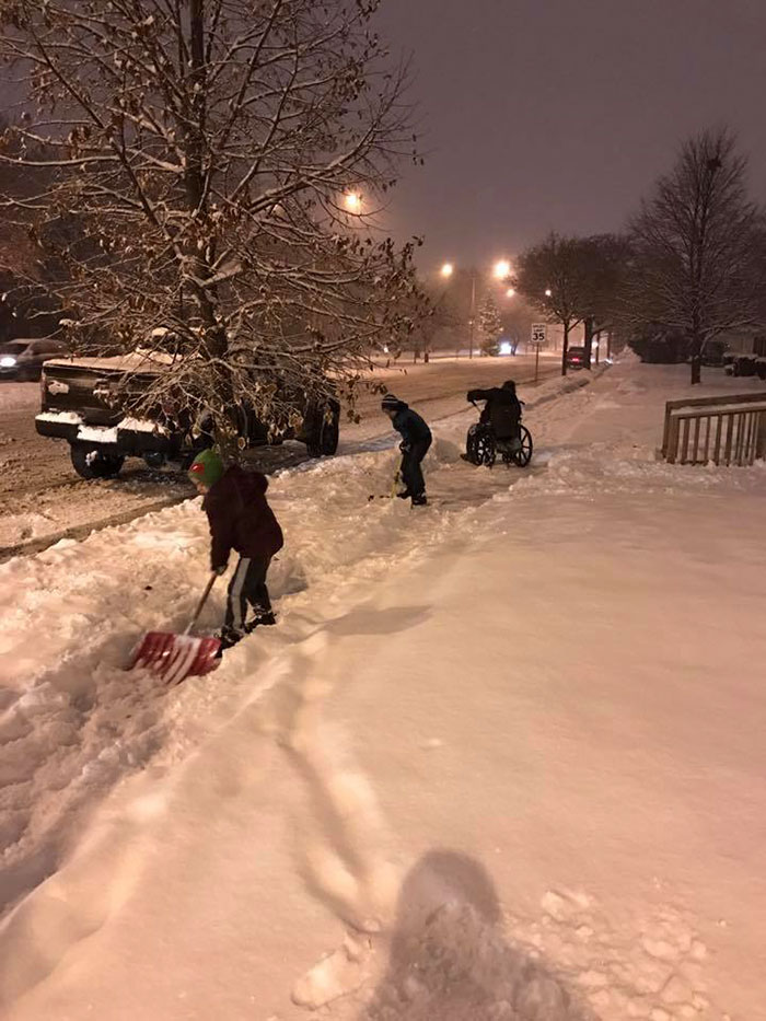 40 Times 2016 Restored Our Faith In Humanity - Dad Pulls Over After Sons Ask If They Can Help A Man In A Wheel Chair To Shovel Snow