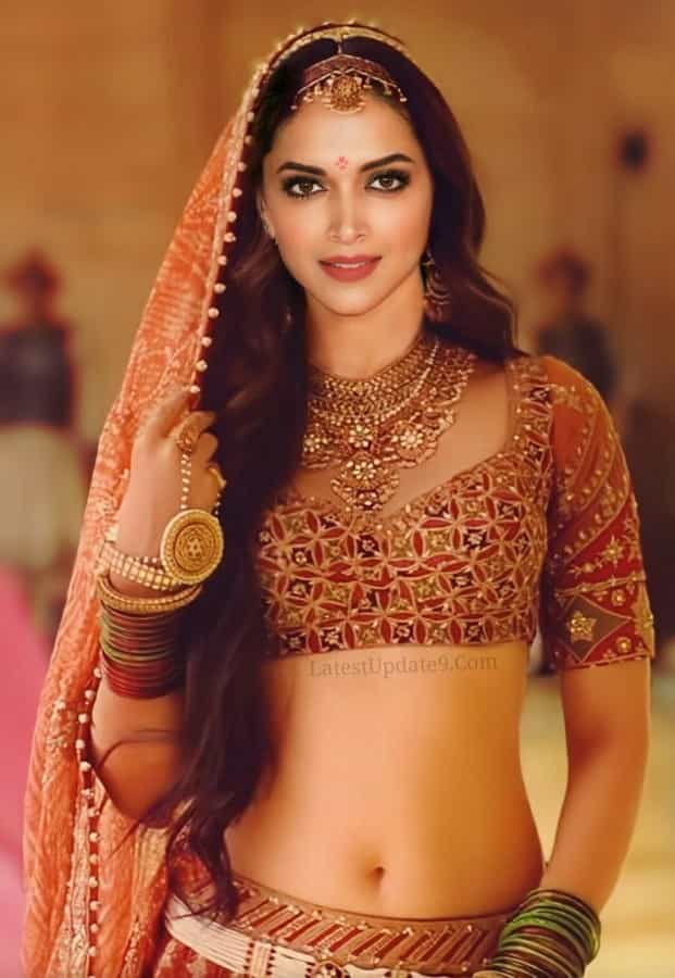 Deepika Padukone Navel, Deepika Padukone hot navel show