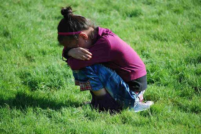 Quando as crianças choramingam e os pais cedem