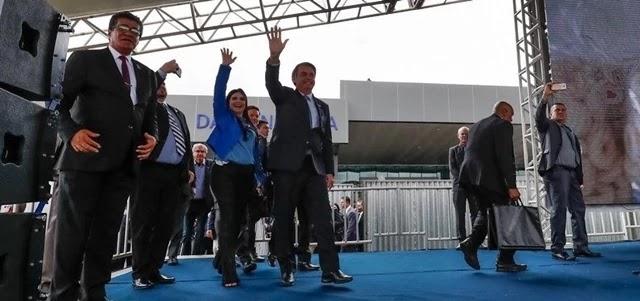 """Dayane Pimentel foi contra a """"promoção"""" de Eduardo Bolsonaro para liderar a legenda na Câmara"""