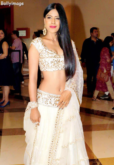 nia sharma navel show photo at fashion show